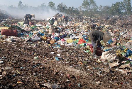 Tình trạng bãi rác Dốc Búng (TP Hòa Bình)